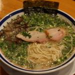 田中商店 - 2012.11 ねぎ叉焼麺(980円)のネギの海から叉焼と麺を発掘