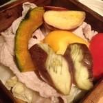 15748456 - 豚と野菜のセイロ蒸し¥700