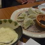 あぶ家 - 粉チーズとバルサミコ酢で食べる餃子