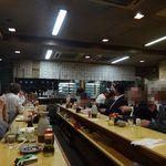 魚三酒場 - 賑やかな店内