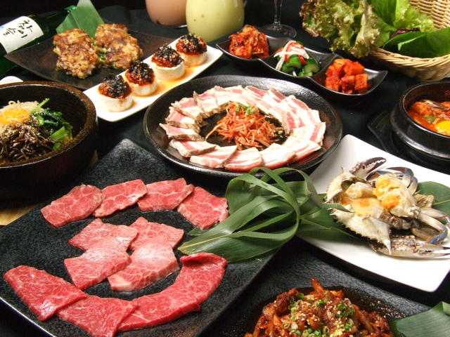 https://tabelog.ssl.k-img.com/restaurant/images/Rvw/15876/640x640_rect_15876692.jpg