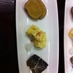 蕎麦彩彩 久留葉 - 料理写真:天日干し桜海老入りだし巻き、鰊の味噌煮、ぶりガッコの突出し