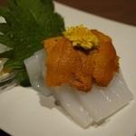 炭火焼専門店 麹庵 - イカの雲丹のせ