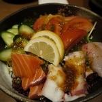 炭火焼専門店 麹庵 - 海鮮サラダです