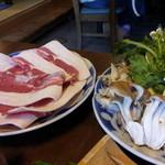 井筒亀 - しし鍋のお肉と野菜1人前