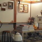 カフェ ドゥース - アンティークが多用されてて落ち着きます