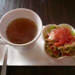 おむや - おむやセットのスープと自家製木いちごドレッシングのサラダ