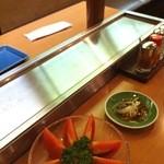 秋吉 - なかにヒータが仕込まれたSUS304HL仕上げの食べ物置き