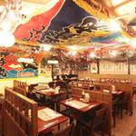 長万部酒場 - 店内は『北の酒場』をイメージ!席数約70席(内、ソファ席34席。)