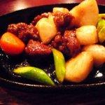 中国厨房ジャーチャン - サイコロ牛肉と旬野菜のオイスター炒め