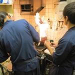 萬屋 おかげさん - ファイヤ~ 鰹を炙ってます (2012/11)