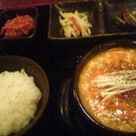 16026534 - スンドゥブ・チゲ定食(\750)