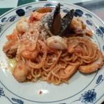 モッチモパスタ - 新鮮海の幸がいっぱい入った完熟トマトソース
