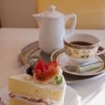 カフェ プラド - カフェ プラド 完熟いちごとイチジクのショートケーキ