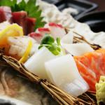 海臨丸 - 料理写真:天然魚を中心に毎日仕入れの『鮮魚のお造り盛り合わせ』