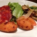 マヌエル・コジーニャ・ポルトゲーザ - 2回目11/293種類の前菜盛り合わせ+400円 バカウリャのコロッケ 小アジの南蛮漬け イベリコ豚のチョリソ
