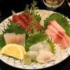 鳥正 - 料理写真:刺身盛合せ四点盛(1,000円)マグロ、ブリ、タイ、ヒラメ
