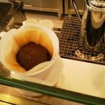 自家焙煎珈琲カフェ・ブレニー - 蒸らしの段階