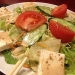もつ彦 - 豆腐サラダ