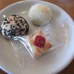 ドッグカフェアンドレスト ペロ - ドリンクを注文したら、お菓子のサービスをいただきました~。
