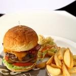 MLB Cafe Tokyo - 定番料理のこだわりのハンバーガー