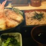 和食れすとらん 天狗 - 特盛り海老天丼とざるそばのセット。