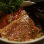 太田精肉店 - 肉の勝手丼