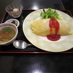 隠れ家ダイニングなべや - 洋食屋さんのオムライス 500円 サラダ・スープ・小鉢・おしんこ付