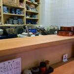 天ぷら 天藤 - 明るく綺麗なカウンター
