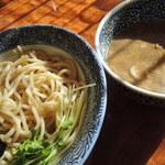 らーめん・つけめん虎心 - つけ麺  太麺&ドロドロつけ汁。 こってり好きには堪らないはず!