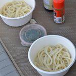 道久製麺所 - 丼、ネギ、一味、ダシ醤油は持参。