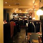 青山 川上庵 - 1階は満席、それで2階へ。