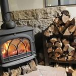石窯パン・和みカフェ ゆるり - 薪ストーブ