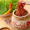 天照杉 - 料理写真:名物 壺漬け熟成カルビ(包み野菜セット)
