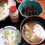 16329706 - 日替り定食(赤魚唐揚)¥680。サーモン刺身、ひじきの煮物、味噌汁等(H24.11.21撮影)