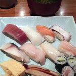 東京元気寿司 - お椀と茶碗蒸しが付いてます(茶碗蒸し写ってない…)