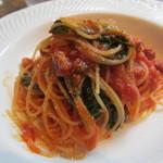 ランズ カマクラ - ベーコンと本日の鎌倉野菜のフェデリーニ マトリチャーナ