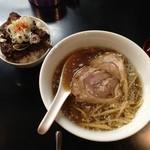 牛骨らぁ麺マタドール - わぽ会の年越し限定「鮪節醤油らぁ麺」800円と「牛チャーシューごはん」350円