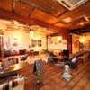 IZACAFE coo-kai? - 内観写真:ユーズド家具に囲まれたぬくもり感のある開放的な空間。