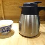 天吉屋 - お茶(ポットで出してくれます)