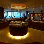 川崎日航ホテル カフェレストラン「ナトゥーラ」 - ブッフェ台