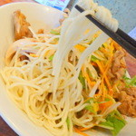 酒と肴と麺の店 田村屋 - 塩冷やし肉野菜:麺アップ