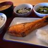 花園食堂 - 料理写真:鮭の塩焼きメインの昼ごはん