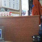八王子総合卸売センター 市場寿司 たか - 201212 たか 店内の左端にはメニューが掲げられています