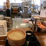 丸亀製麺 - 釜揚げうどんを受け取ったら、トロロも注文
