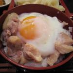 隠れ家ダイニングなべや - 新潟県産越の鶏をを使った親子丼。  温泉玉子を乗せて。