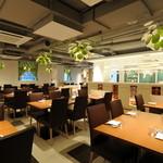 百菜百味 - カジュアルな店内は立食最大200名まで収容可能!宴会にも最適です。