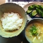 下田屋 - 白みそのお味噌汁超うま☆きゅうりのお漬物もおいしくいただきました。^^