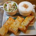 イココチ - 料理写真:チーズトースト+カプチーノのモーニング