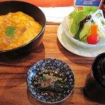 1653042 - 地鶏親子丼+サラダのセット